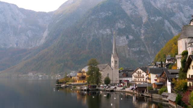 vídeos y material grabado en eventos de stock de el pueblo de hallstatt, lago de hallstatt, la unesco world heritage hallstatt-dachstein salzkammergut, austria septentrional, austria, europa - alpes europeos