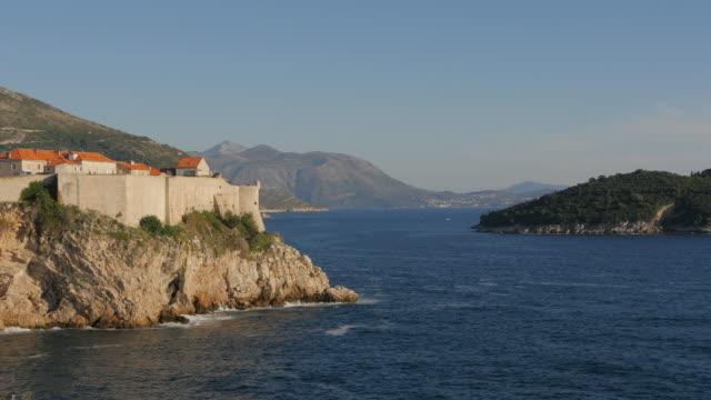 ドゥブロヴニクとロクルム島の城壁 - 石垣点の映像素材/bロール