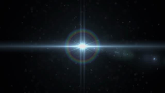 暗い背景の暖かい光。アナモルフィックレンズフレア - 光沢点の映像素材/bロール