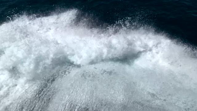 die Wellen hinter der Yacht – Video