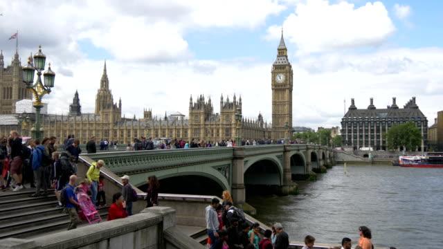 westminster bridge, london - turism bildbanksvideor och videomaterial från bakom kulisserna