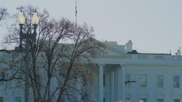 белый дом зимой в вашингтоне, округ колумбия - white house стоковые видео и кадры b-roll