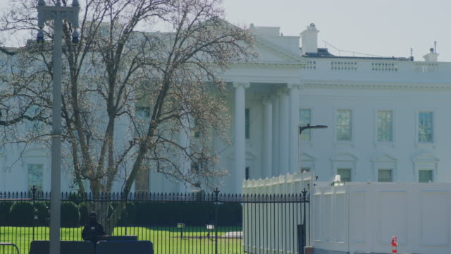 stockvideo's en b-roll-footage met het witte huis tijdens de winter in washington dc - white house