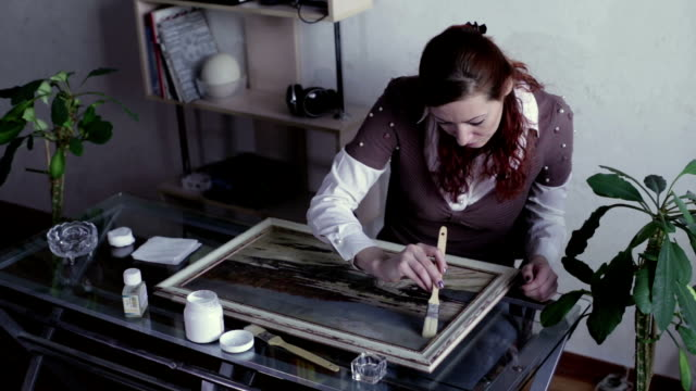 The woman covered with lacquer painting video