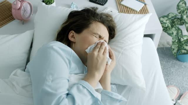 vídeos de stock e filmes b-roll de the woman having a cold - doença