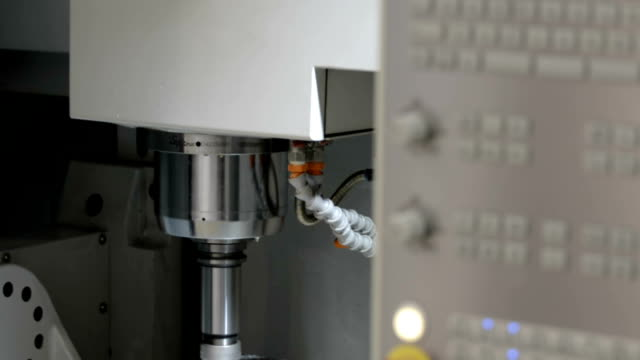 The work process of the milling CNC machine video