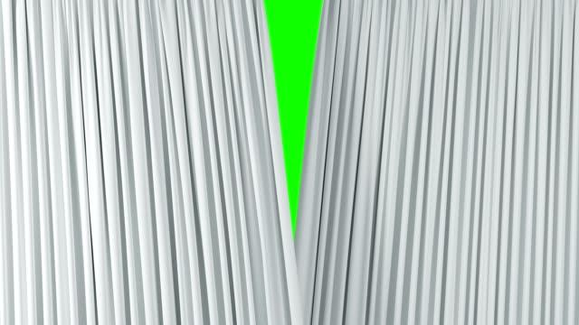 vidéos et rushes de rideaux ondulant blanc théâtral ouverture et fermeture sur l'écran vert. abstrait 3d animation de tissu de soie révélant fond avec alpha mat. - rideaux