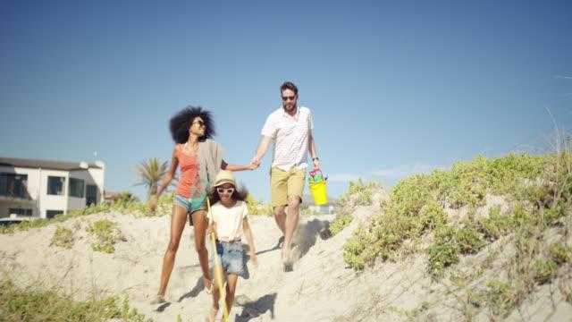 ich beztroskie duchy tęsknią za plażą - beach filmów i materiałów b-roll