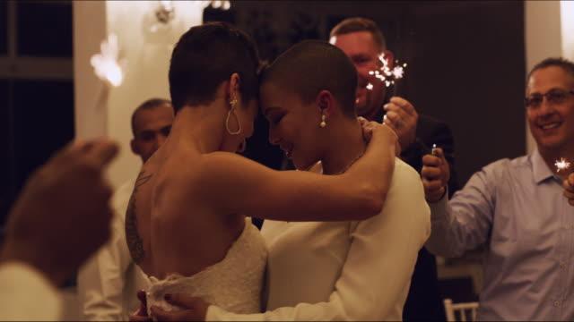 vídeos de stock, filmes e b-roll de seu amor brilha tão brilhante - casamento