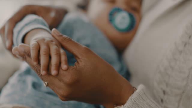 det finns inget jag inte kommer att göra för dig - baby sleeping bildbanksvideor och videomaterial från bakom kulisserna