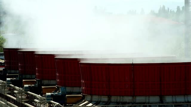 värmekraftverk. kyltorn - värmepump bildbanksvideor och videomaterial från bakom kulisserna