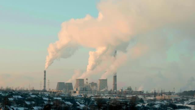 vídeos y material grabado en eventos de stock de termal planta de energía en la noche. toma medio en tiempo real. - bielorrusia