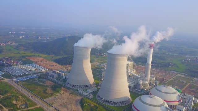 thermal power plant - centrale termoelettrica video stock e b–roll