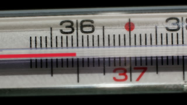 stockvideo's en b-roll-footage met thermometer measures the temperatures rising - thermometer