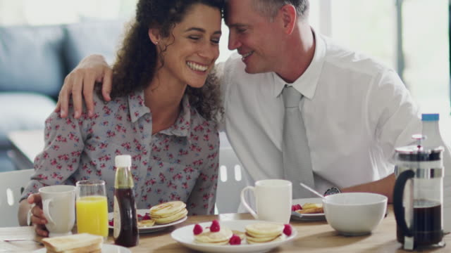 they love their mornings together - quarantenne video stock e b–roll