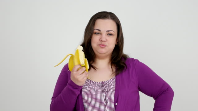 Thick girl eating banana and showing thumb video