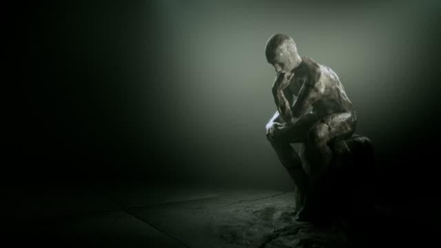 Denker statue, inspiriert vom Rodin. – Video