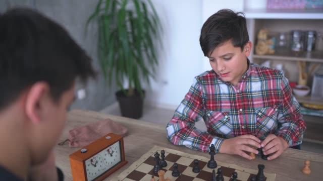 vídeos de stock e filmes b-roll de thinking about his next move - dia de reis