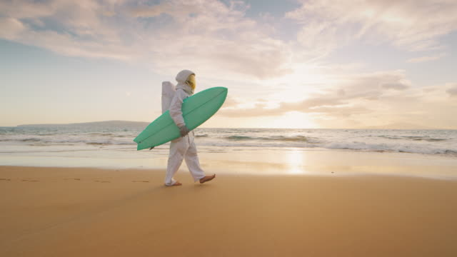 This astronaut loves surfing video