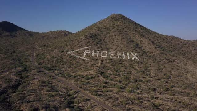 stockvideo's en b-roll-footage met op deze manier naar phoenix - arizona highway signs