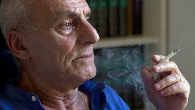 Ältere Männer, die rauchen, können durch ein Bauchaortenaneurysma am stärksten gefährdet sein.