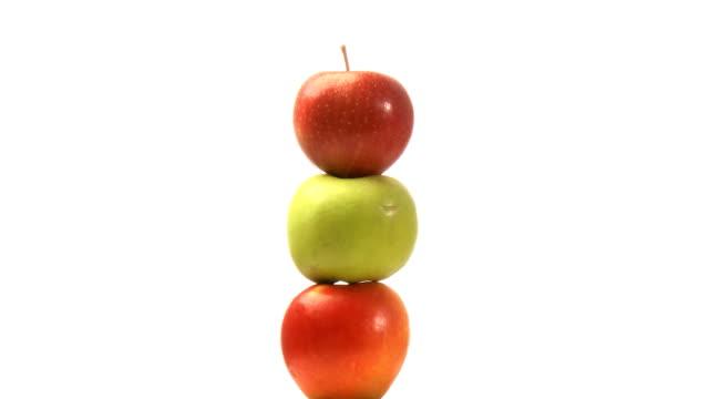 vídeos de stock e filmes b-roll de três maçãs - três objetos
