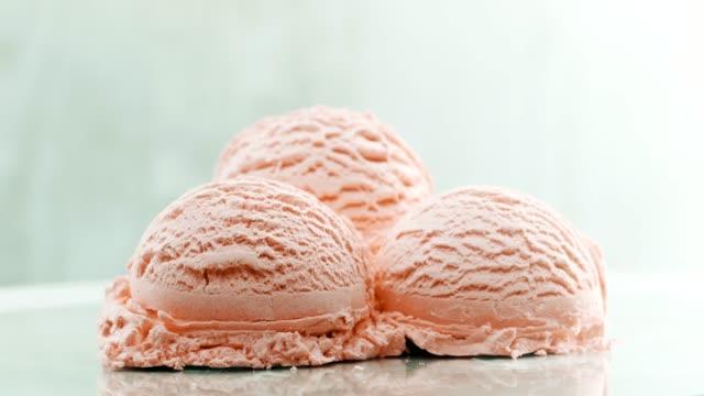 vídeos de stock e filmes b-roll de three balls of strawberry ice cream - três objetos