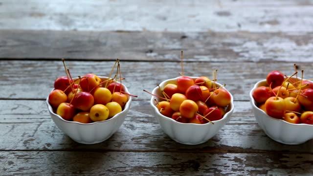 vídeos de stock e filmes b-roll de three bowls fresh ripe organic crabapple - saladeira