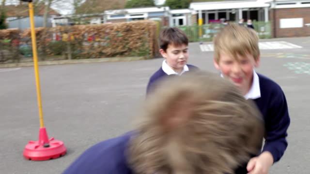 vídeos y material grabado en eventos de stock de tres niños en la escuela patio de juegos lucha - lucha