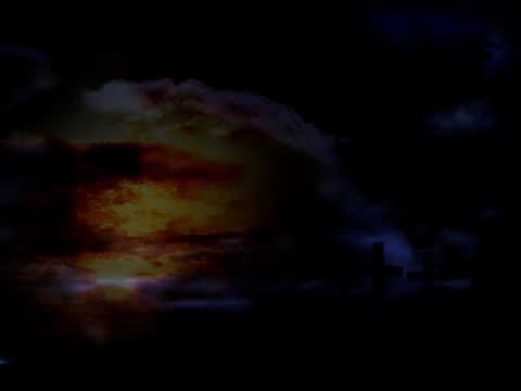 drei kreuze mit timelapse wolken und sonne im hintergrund gott - religiöses symbol stock-videos und b-roll-filmmaterial