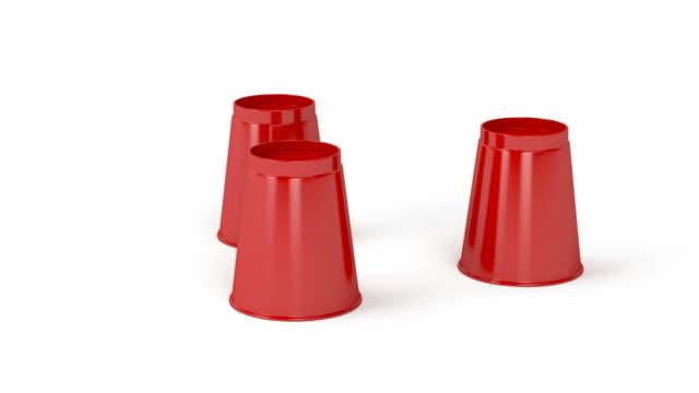 vídeos de stock e filmes b-roll de three cups and a ball game - três objetos
