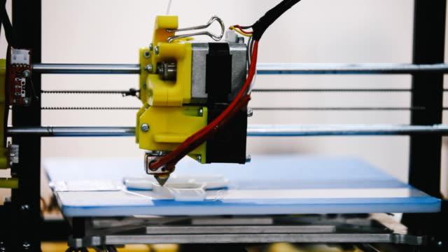 Tridimensional máquina de impressão 3D em ação - vídeo