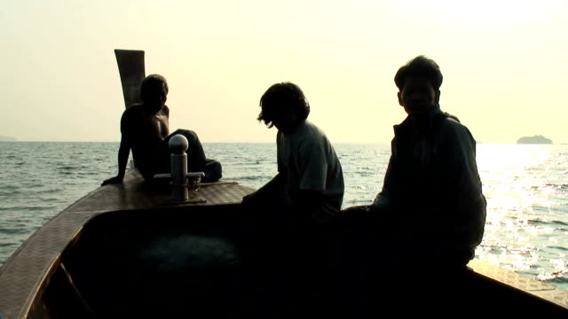stockvideo's en b-roll-footage met three fishermen hd video - oost aziatische cultuur