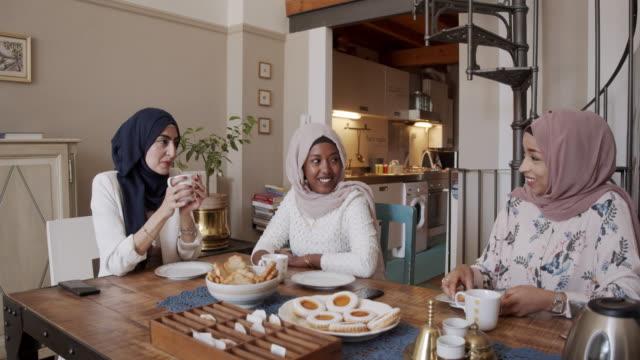 three friends having breakfast together at home - arab стоковые видео и кадры b-roll