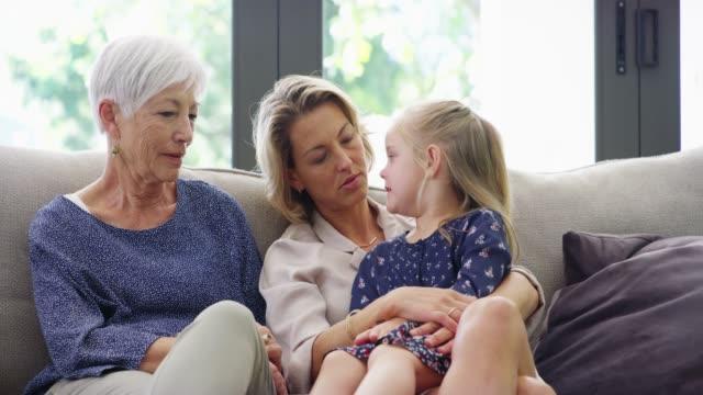 tre generationer av kärlek - parent talking to child bildbanksvideor och videomaterial från bakom kulisserna