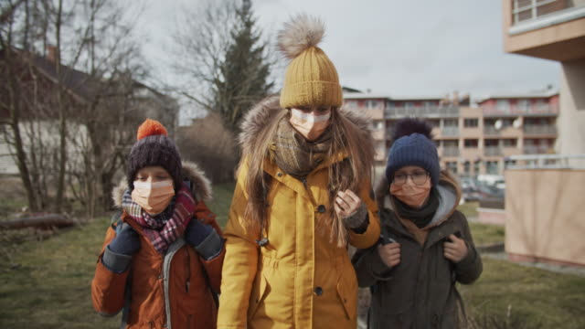 three kids wearing anti virus masks going to school - mask стоковые видео и кадры b-roll