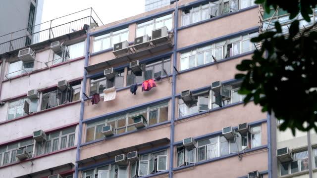 vídeos de stock, filmes e b-roll de três fotos de antigas apartamento em hong kong - estilo de vida dos abastados