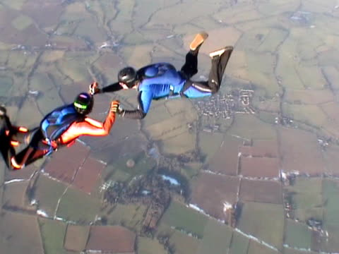 Three skydivers in freefall spinning the formation video