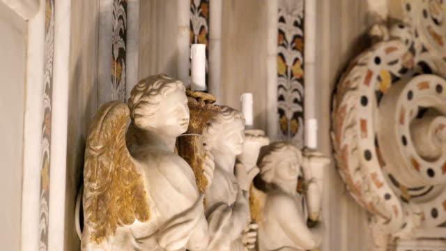 シチリア島パレルモの大聖堂の壁に天使の三像 - モンレアーレ点の映像素材/bロール