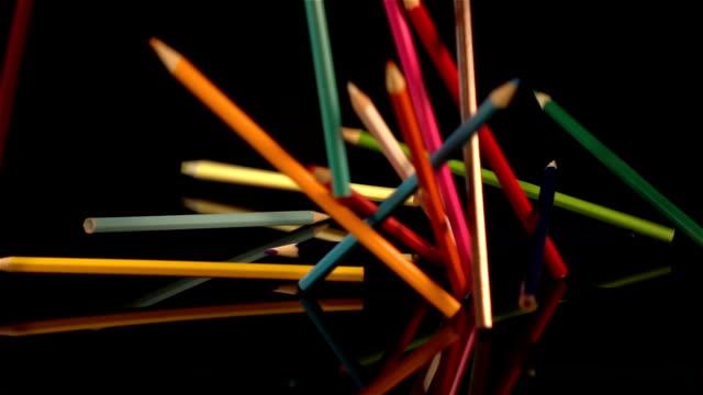 tre video di cubi matite in real al rallentatore - matita colorata video stock e b–roll
