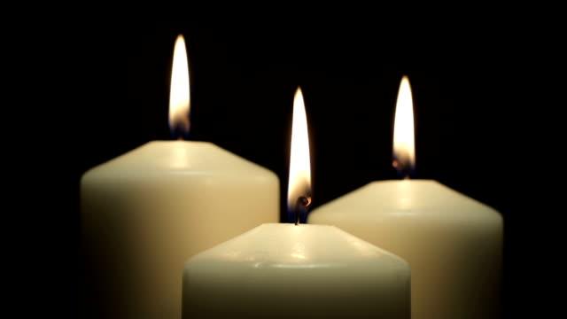 vídeos de stock e filmes b-roll de queimar velas - três objetos