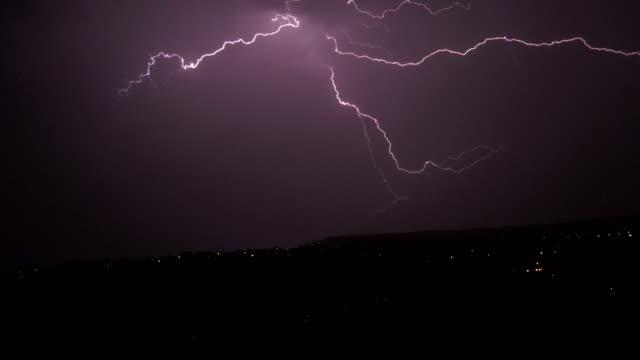 夜晚的雷雨 - lightning 個影片檔及 b 捲影像