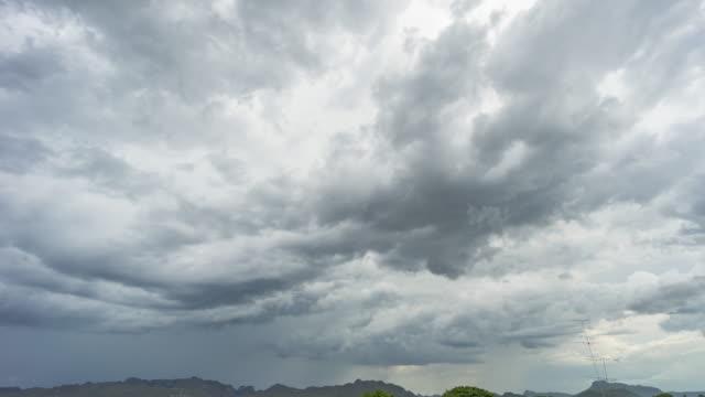 gewitterwolken auf sky, time lapse video - kondenswasser stock-videos und b-roll-filmmaterial