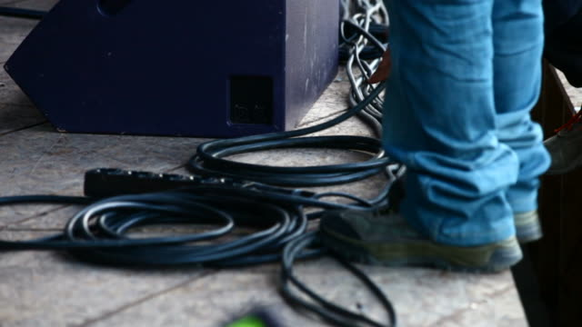 Tidy up cables on stage video