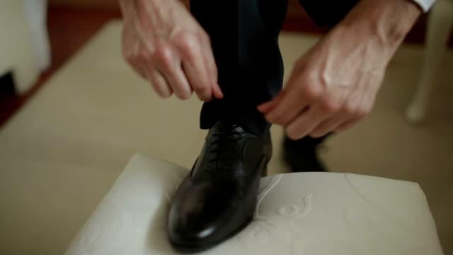 tie shoe video