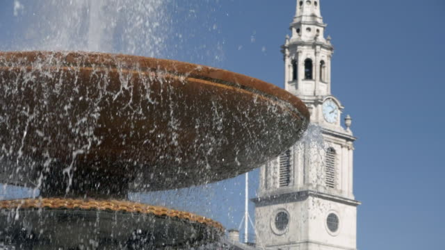 tiered fountain in london trafalgar square - london architecture stock videos & royalty-free footage