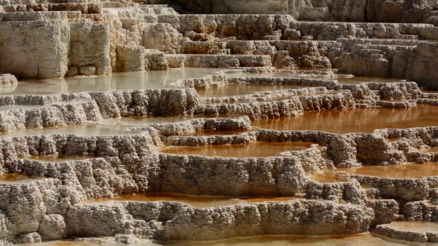 pool multi-tier di mammoth hot spring - molla video stock e b–roll