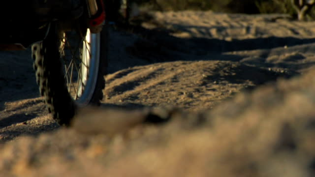 tight da motocross pneumatici - bike tire tracks video stock e b–roll