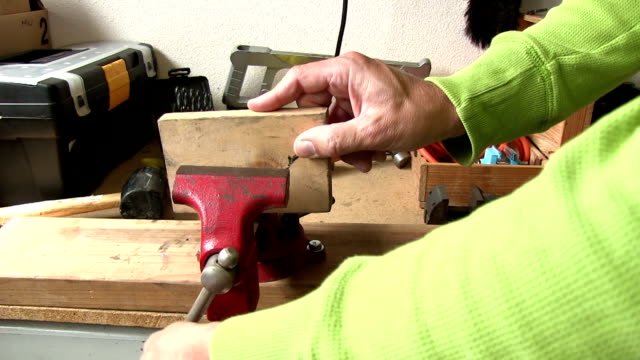 tightening red vice on a block of wood video