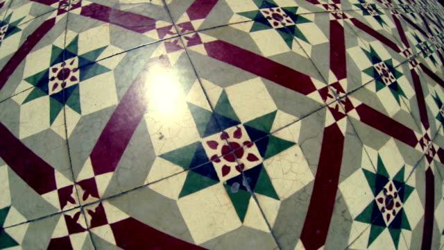 vídeos de stock e filmes b-roll de fundo de chão de azulejo - mosaicos flores